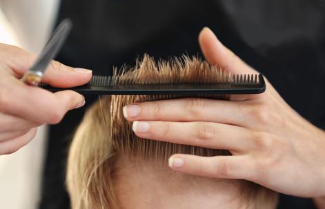 Servicio de peluquería en E.I. Menuts.
